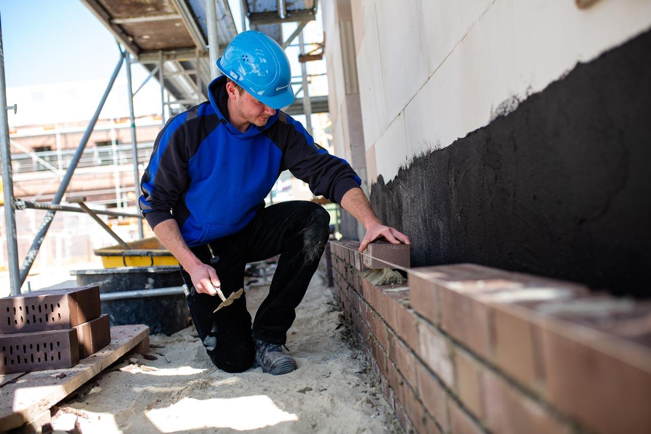 Das Bauunternehmen Kuhlmann sucht Maurer und Hochbaufacharbeiter.